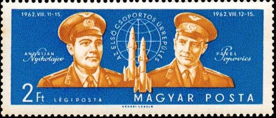 Cosmonauts Nikolajew and Popowitsch with spacecrafts